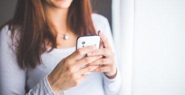Consumidor compra menos celular, mas passa mais tempo online
